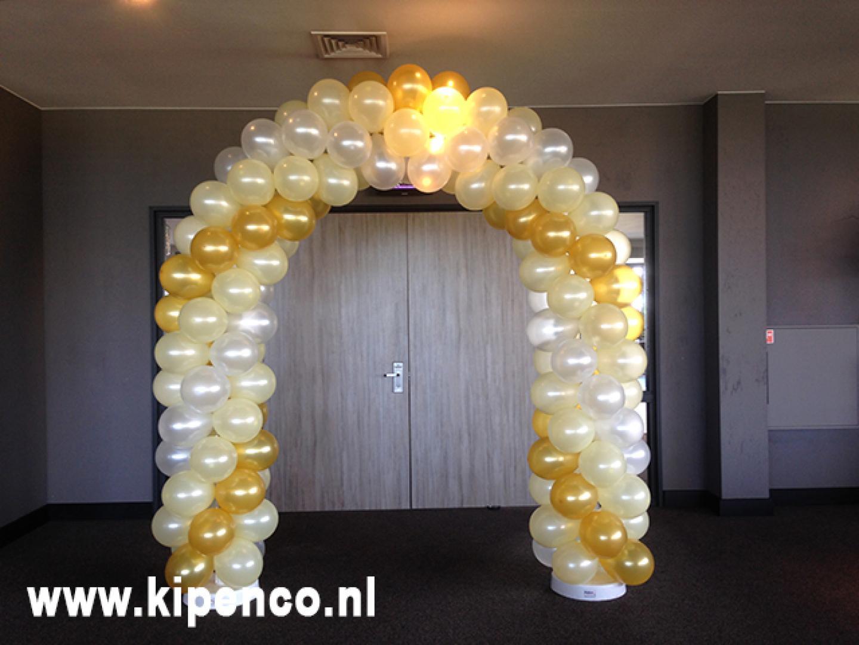 Ballonnenboog hotel deur bruiloft